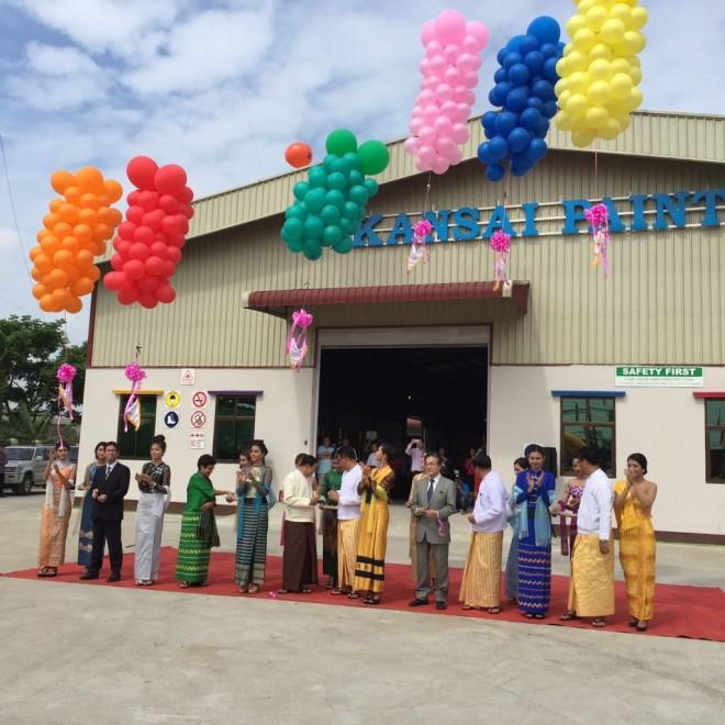 5月30日、ヤンゴン・シュエピーター工業団地新工場の正門で、招待客のお出迎え風景