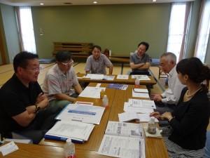 大規模修繕工事の経過を話し てくれた大規模修繕委員会のメンバーら
