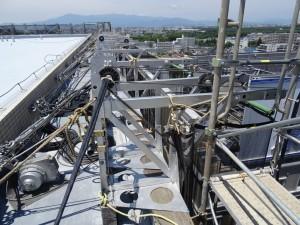 屋上に設置したゴンドラの架台の状況